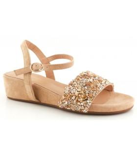 Sandalia con pedrería de color arena
