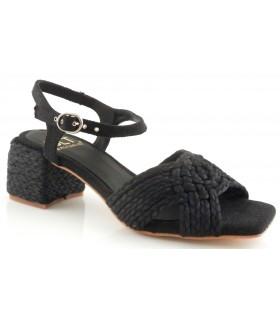 Sandalia trenzada en color negro