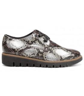 Zapato con grabado serpiente
