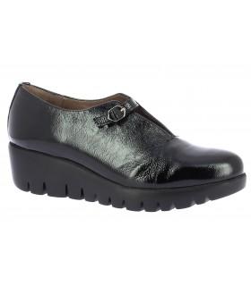 Zapatos en charol negro con cuña