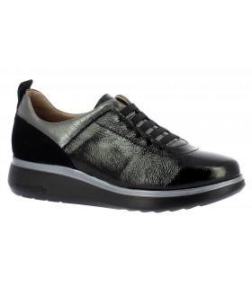 Zapatos con elásticos en charol negro