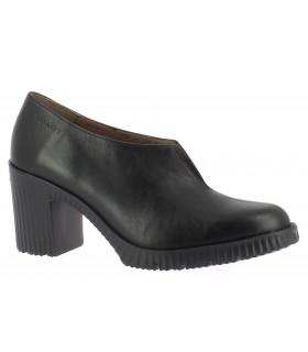 Zapato abotinado con abertura