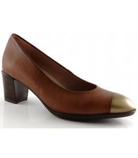 Zapato salón con adorno en la puntera