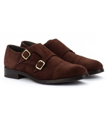 Zapato marrón con dos hebillas