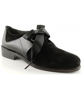 Zapatos de cordones en color negro
