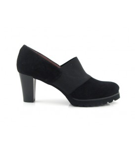 Zapato negro de tacón