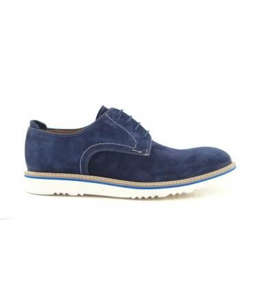 Zapato con suela blanca de cordones