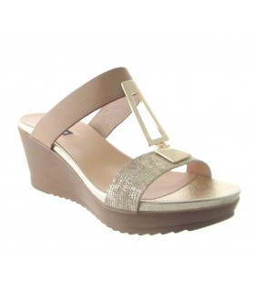 Sandalias destalonadas con adorno metálico