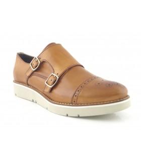Zapato de dos hebillas en color cuero