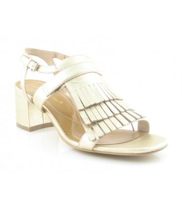 Sandalia con flecos en color oro