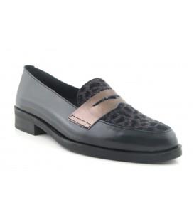 Zapato negro combinado con antifaz