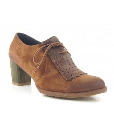 Zapato abotinado en velour camel