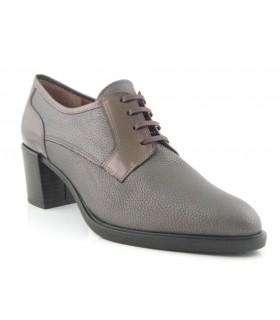 Zapato con cordones color bronce