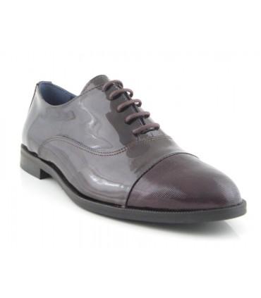 Zapatos de cordones en charol burdeos