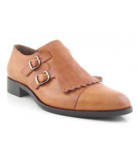 Zapato clásico con dos hebillas y fleco