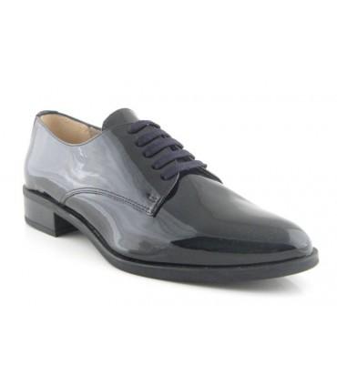 Zapato con cordones de charol