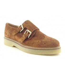 Zapatos con dos hebillas color cuero