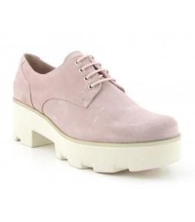 Zapatos de color rosa con suela blanca
