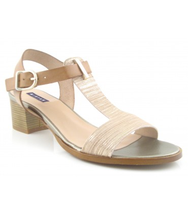 Sandalia de tacón bajo color beige