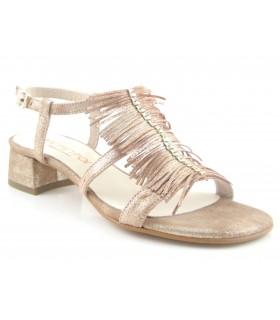 Sandalia con flecos color cuero