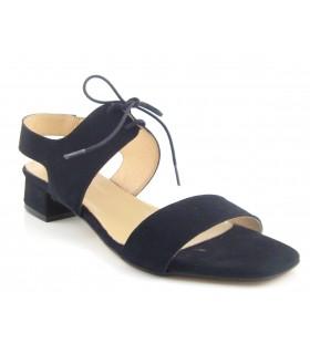 Sandalia negra de tacón