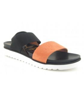 Sandalia negra con tira coral
