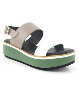 Sandalia verde de dos tiras con cuña