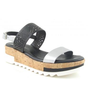 Sandalia negra con cuña de corcho