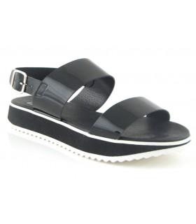 Sandalia negra de charol