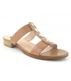 Sandalia plana color cuero