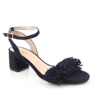 Sandalia con flecos color negro