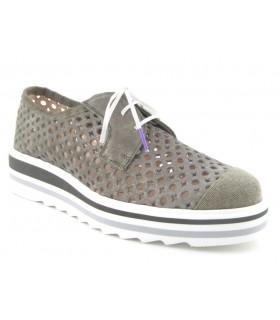 Zapato de cordones suela blanca y calados