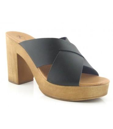 Sandalia de tacón con suela de madera
